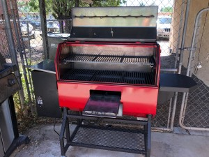 Notice the silver griddle pulled out pf the bottom red panel.